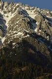 Απότομοι βράχοι βουνών Στοκ Εικόνες