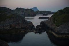 Απότομοι βράχοι βραδιού Στοκ εικόνα με δικαίωμα ελεύθερης χρήσης
