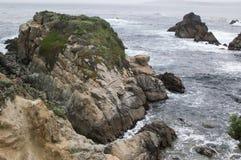 Απότομοι βράχοι θάλασσας Στοκ Εικόνες