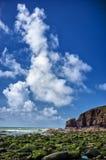 Απότομοι βράχοι θαλασσίως στοκ φωτογραφίες