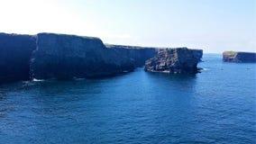 Απότομοι βράχοι και θάλασσα σε Kilkee, Ιρλανδία Στοκ φωτογραφία με δικαίωμα ελεύθερης χρήσης