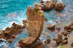 Απότομοι βράχοι και θάλασσα Στοκ εικόνες με δικαίωμα ελεύθερης χρήσης