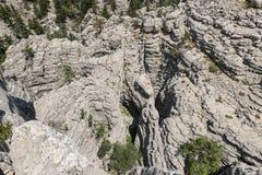 Απότομοι βράχοι και σκληρές ροκ ασβεστόλιθων Στοκ Εικόνες