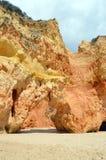 Απότομοι βράχοι και σπηλιές Στοκ εικόνα με δικαίωμα ελεύθερης χρήσης