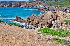 Απότομοι βράχοι και βράχοι στην ακτή του Ατλαντικού Ωκεανού σε Sintra Portuga Στοκ Φωτογραφίες