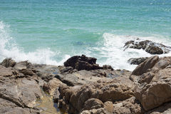 Απότομοι βράχοι και ωκεανός Στοκ Εικόνα