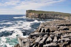Απότομοι βράχοι κοντά σε Dun Aengus, Inishmore, Ιρλανδία Στοκ Εικόνα