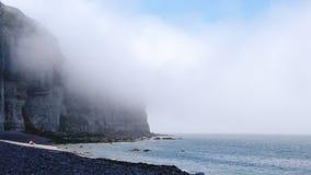 Απότομοι βράχοι κοντά σε Etretat, Γαλλία απόθεμα βίντεο