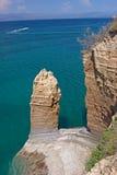 Απότομοι βράχοι πέρα από τη θάλασσα Στοκ Εικόνες