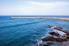 Απότομοι βράχοι που φτάνουν στον Ατλαντικό Ωκεανό στην Πορτογαλία Στοκ Φωτογραφίες