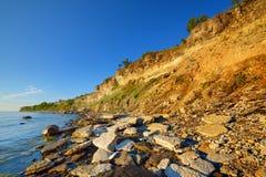 Απότομοι βράχοι στην ακτή σε Paldiski Στοκ Εικόνα