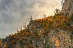 Απότομοι βράχοι στον ποταμό Tara φαραγγιών κοντά στο 5$α  urÄ ` eviÄ ‡ μια γέφυρα της Tara, Μαυροβούνιο - πανόραμα Στοκ Φωτογραφίες