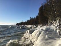 Απότομοι βράχοι του Μίτσιγκαν λιμνών το χειμώνα Στοκ εικόνες με δικαίωμα ελεύθερης χρήσης