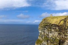 Απότομοι βράχοι του πύργου Ιρλανδία Moher O'Brien Στοκ Φωτογραφίες