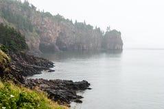 Απότομοι βράχοι Dor ακρωτηρίων μια ομιχλώδη ημέρα στοκ εικόνες