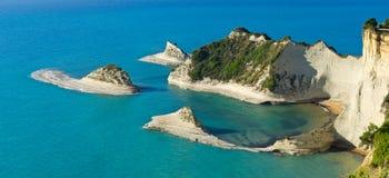 Απότομοι βράχοι Drastis ακρωτηρίων στο νησί της Κέρκυρας, Ελλάδα Στοκ Εικόνες