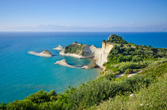 Απότομοι βράχοι Drastis ακρωτηρίων στο νησί της Κέρκυρας, Ελλάδα Στοκ φωτογραφίες με δικαίωμα ελεύθερης χρήσης