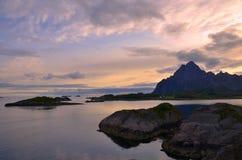Απότομοι βράχοι Lofoten Στοκ φωτογραφία με δικαίωμα ελεύθερης χρήσης