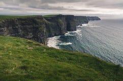 Απότομοι βράχοι Moher, ορόσημο της Ιρλανδίας Στοκ Εικόνες