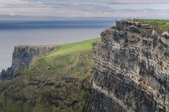 Απότομοι βράχοι Moher, ορόσημο της Ιρλανδίας Στοκ φωτογραφία με δικαίωμα ελεύθερης χρήσης