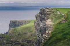 Απότομοι βράχοι Moher, ορόσημο της Ιρλανδίας Στοκ εικόνα με δικαίωμα ελεύθερης χρήσης