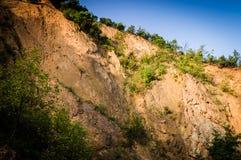 Απότομος απότομος βράχος προσώπου βράχου Στοκ φωτογραφία με δικαίωμα ελεύθερης χρήσης