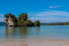 Απότομος βράχος ασβεστόλιθων σε Krabi AO Nang και Phi Phi, Ταϊλάνδη Στοκ φωτογραφία με δικαίωμα ελεύθερης χρήσης
