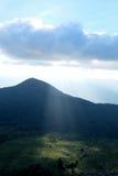 Απότομος βράχος βουνών βράχου στην Ταϊλάνδη, φως στοκ φωτογραφία με δικαίωμα ελεύθερης χρήσης