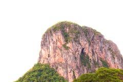 Απότομος βράχος βουνών υψηλός και δασικός στην άσπρη επαρχία Phatthalung υποβάθρου της νότιας Ταϊλάνδης Στοκ εικόνες με δικαίωμα ελεύθερης χρήσης