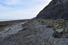 Απότομος βράχος δίπλα σε έναν βρετανικό λιμένα WWII στη Νορμανδία Στοκ φωτογραφίες με δικαίωμα ελεύθερης χρήσης