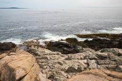 Απότομος βράχος ενυδρίδων στο εθνικό πάρκο ΗΠΑ Acadia Στοκ Φωτογραφίες