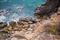 Απότομος βράχος θάλασσας στοκ εικόνες
