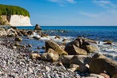Απότομος βράχος κιμωλίας στο νησί Ruegen στη Γερμανία Στοκ Εικόνα