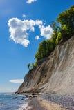 Απότομος βράχος κιμωλίας στο νησί Ruegen στη Γερμανία Στοκ Εικόνες