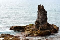 απότομος βράχος μόνος Στοκ εικόνες με δικαίωμα ελεύθερης χρήσης