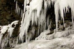 απότομος βράχος παγωμένο&sig Στοκ Φωτογραφίες