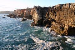 απότομος βράχος Πορτογαλία cascais Στοκ Εικόνες