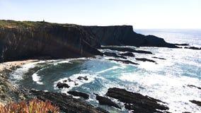 Απότομος βράχος στο ακρωτήριο Sardao φιλμ μικρού μήκους