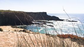 Απότομος βράχος στο ακρωτήριο Sardao απόθεμα βίντεο