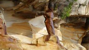 Απότομος βράχος, στρώματα βράχου, αφηρημένες μορφές, Στοκ Φωτογραφίες