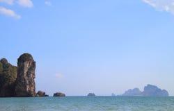 Απότομος βράχος σχεδόν AO Nang τοπίου στην επαρχία Krabi Στοκ Φωτογραφίες