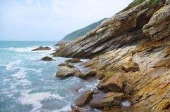 απότομος βράχος της παραλίας Στοκ Εικόνες
