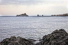 Απότομος βράχος Acireale Στοκ Εικόνες