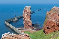 Απότομος βράχος Lange Anna στο δυτικό σημείο του γερμανικού νησιού Helgoland Στοκ φωτογραφία με δικαίωμα ελεύθερης χρήσης