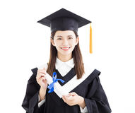 Απόφοιτος φοιτητής που κρατά ένα δίπλωμα Στοκ Εικόνα