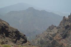 Απόψεις από τη Σύνοδο Κορυφής του εθνικού πάρκου Caldera Taburiente με τους σχηματισμούς των βράχων βασαλτών Ταξίδι, φύση, διακοπ στοκ εικόνα με δικαίωμα ελεύθερης χρήσης