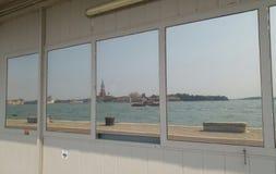 Απόψεις θάλασσας της Βενετίας σε έναν καθρέφτη Στοκ φωτογραφία με δικαίωμα ελεύθερης χρήσης