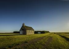 Απόψεις λιβαδιών και αγροτικές εκκλησίες Στοκ εικόνα με δικαίωμα ελεύθερης χρήσης