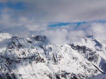 Απόψεις καλυμμένων των χιόνι βουνών Dombay Χειμερινή ηλιόλουστη ημέρα, αργαλειός Στοκ φωτογραφίες με δικαίωμα ελεύθερης χρήσης