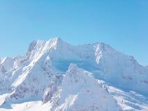 Απόψεις καλυμμένων των χιόνι βουνών Dombay Χειμερινή ηλιόλουστη ημέρα, moun Στοκ Εικόνες